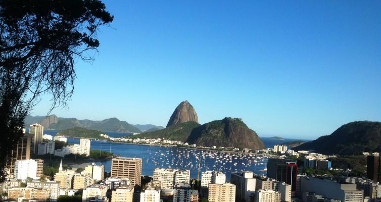Rio de Janeiro: Crimes of August (Agosto) by Rubem Fonseca